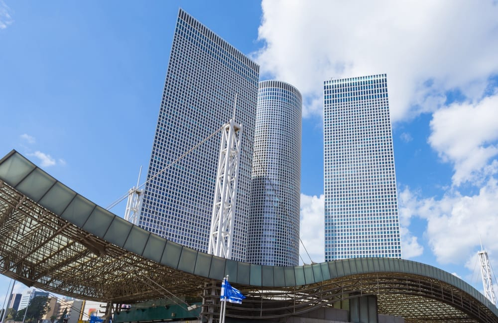 Azrieli Towers & Shopping Centre in Tel Aviv / Shutterstock.com